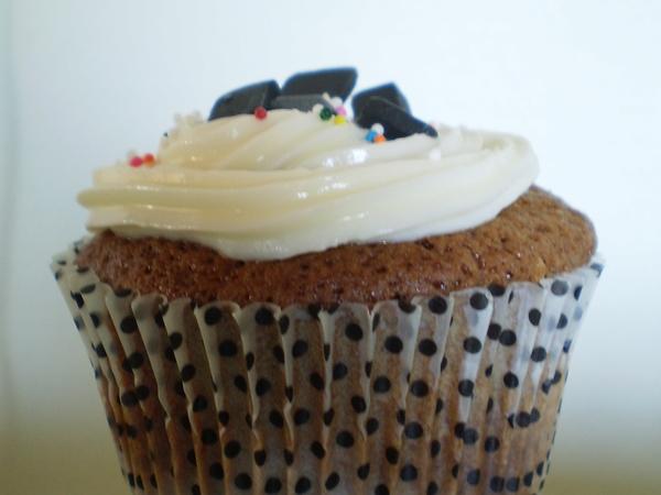 Muffin med hvid chokolade og lakridsglasur